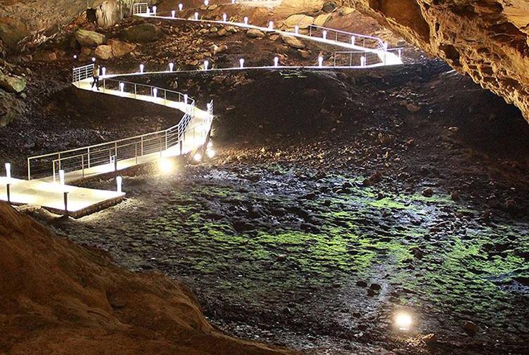 Ravlica Caves